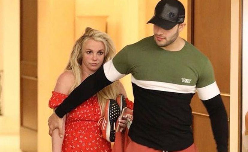 Britney Spears lució irreconocible al ser captada este fin de semana fuera del hospital psiquiátrico en el que está internada desde principios de abril. (Twitter/CulturaBritney)