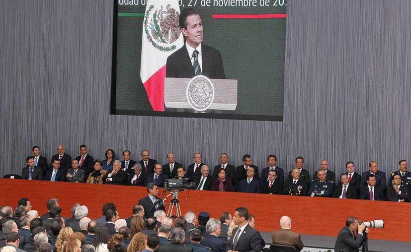 Alcaldes del país están conformes con lo que el presidente Enrique Peña Nieto anunció ayer, y que pega director en la autonomía municipal. La imagen es del evento oficial de la presentación. (NTX)