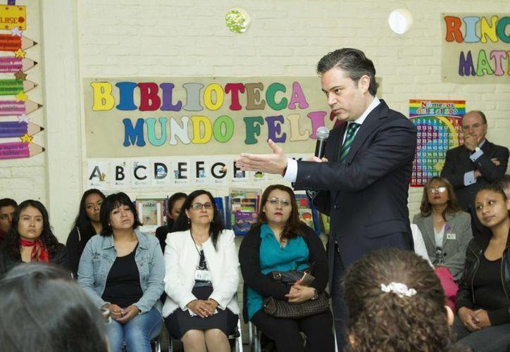 El secretario de Educación asegura que López Obrador quiere volver al viejo sistema en que se beneficiaba solo a unos cuantos líderes. (Archivo/Notimex)