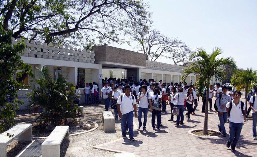 Las medidas tomadas por los directivos universitarios buscan garantizar seguridad de estudiantes. (Christian Ayala/SIPSE)