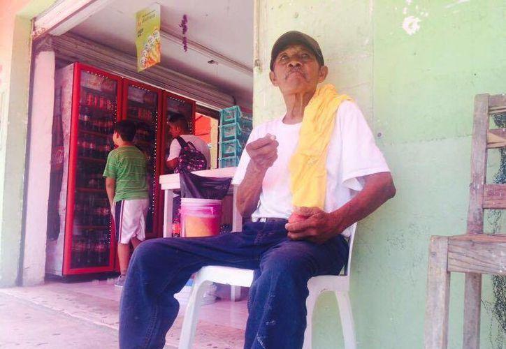 Luis Chacte Bej, vive en las calles de Cancún. (Amaury Rodríguez/SIPSE)