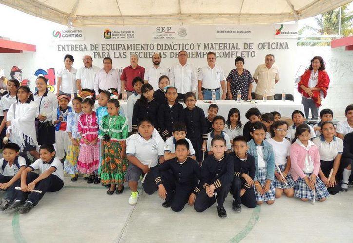 Se entregaron los materiales con una inversión de más de seis millones de pesos. (Cortesía/SIPSE)