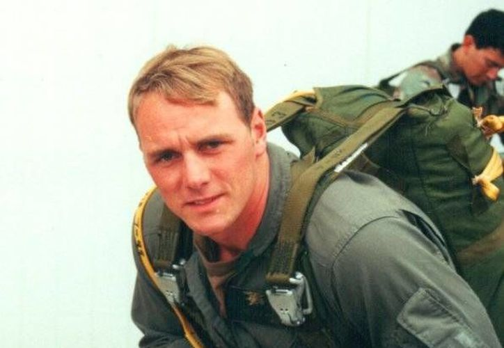 Brett Jones es el primer integrante del cuerpo de élite Seal de la Armada de EU abiertamente homosexual. (businessinsider.com)