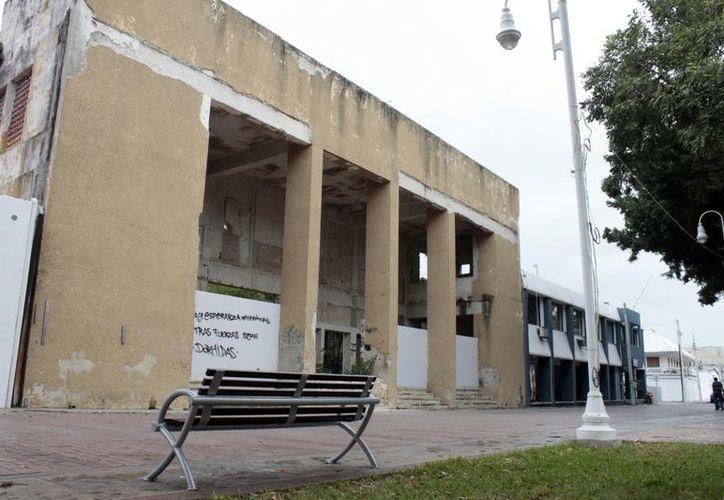 El predio donde se encontraba el teatro ya no es apto para el mismo fin, pues se ha quedado encerrado entre oficinas gubernamentales. (Jorge Carrillo/SIPSE)
