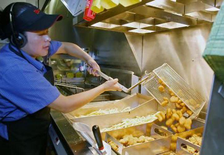 Un joven de 16 años logró que la cadena Wendy's le otorgara un año de nuggets gratis, gracias a un tuit. (El Financiero)