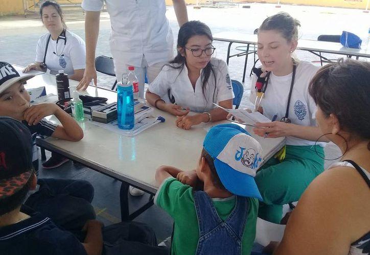 'Proyecto Uady' ofrece consulta médica y medicamentos en las comunidades que visita. (Facebook/ Proyecto Uady)