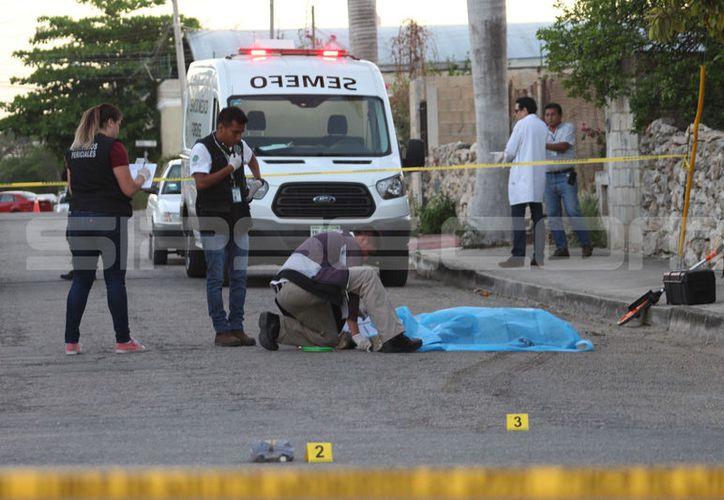 El cuerpo de 'don Brujo' quedó en el pavimento. (Martín González/ SIPSE)