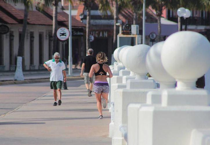 La circulación vehicular será suspendida en el Malecón de Cozumel este domingo. (Gustavo Villegas/SIPSE)