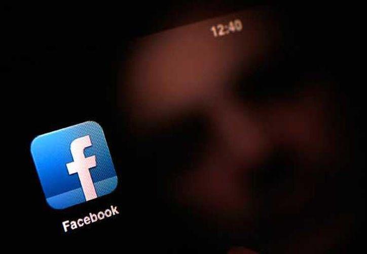 De acuerdo con un diputado de Tamaulipas, es necesario que desde la escuela se enseñe a los niños a usar las redes sociales. Imagen de contexto de la red social Facebook. (internet)