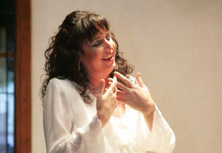 Esta noche la soprano Cecilia Montemayor cantará en la Casa de la Cultura de Cancún. (Alejandra Flores/SIPSE)