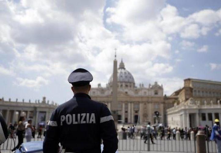 Un nuevo 'Vatileaks' se ha presentado luego de que el revisor general del Vaticano, Libero Milone, levantara una denuncia ante la Gendarmería debido a que su computadora fue 'hackeada'. Sin embargo, la Iglesia Católica no ha dado mayor información al respecto. (Archivo AP)