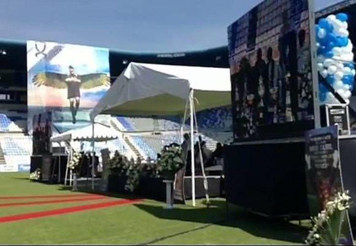 En el homenaje a Miguel Calero se ofició una misa, se transmitió un video en pantalla gigante con algunas de sus mejores atajadas y se develó una estatua en su honor. (Foto: Club Toluca)