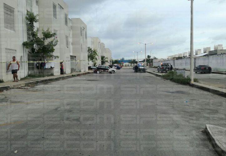 La Policía Municipal y Preventiva acordonaron el área para dar con los agresores. (Foto: Redacción/SIPSE)