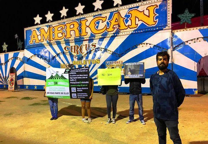 """Un grupo de ciudadanos se manifestaron en las instalaciones del """"American Circus"""". (Foto: Daniel Pacheco)"""