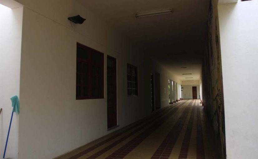 El inmueble carece de iluminación en las áreas de uso común y pasillos y no cuenta con vigilancia. (Harold Alcocer/SIPSE)