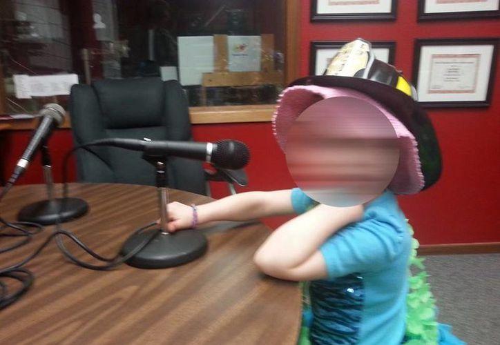 Los bomberos de Atlantic, Iowa cayeron en el engaño de la madre de la pequeña Riley: la nombraron bombero honoraria, ya que la niña dijo que de grande quería ser una de ellos. (965ksom.com)