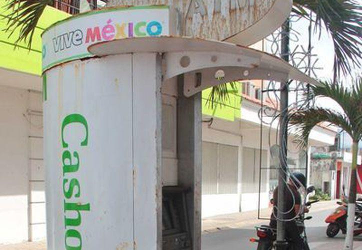 El ayuntamiento emitirá edictos dirigidos a los responsables de los cajeros automáticos en mal estado. (Gustavo Villegas/SIPSE)