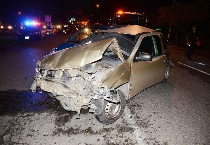 El Pointer terminó destrozado debido a los golpes de los autos que le chocaron. Ninguno de los pasajeros resultaron lesionados. (Milenio Novedades)