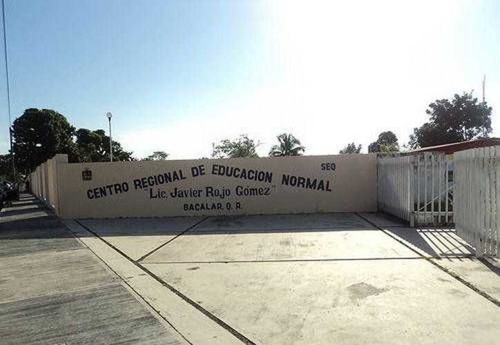 """Centro Regional de Educación Normal """"Lic. Javier Rojo Gómez"""" de Bacalar. (Contexto/Internet)"""