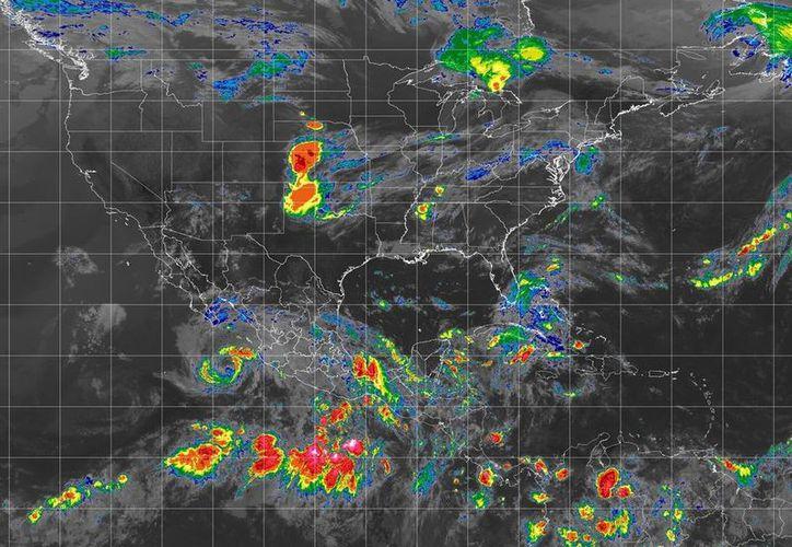 Los sistemas continúan moviéndose lentamente al oeste-noroeste. (SMN)
