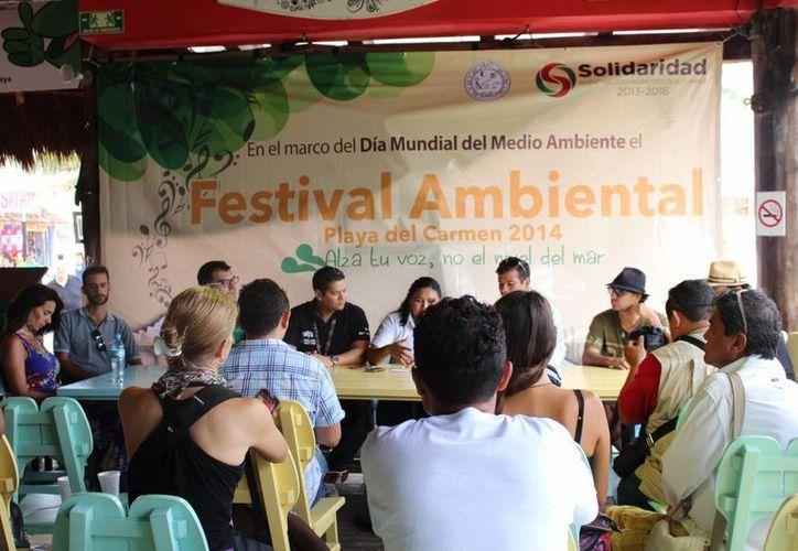 """Los organizadores del evento ofrecieron ayer una rueda de prensa para dar a conocer los detalles del festival ambiental """"Alza tu voz, no el nivel del mar"""", que se celebrará el próximo sábado. (Luis Ballesteros/SIPSE)"""