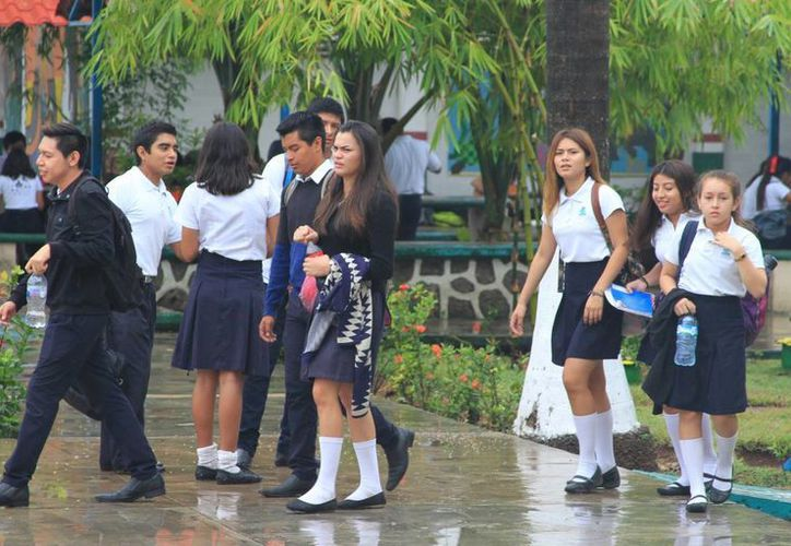La beca para modalidad de continuidad de estudios es de 650 a 875 pesos mensuales, en pago bimestral. (Ángel Castilla/SIPSE)