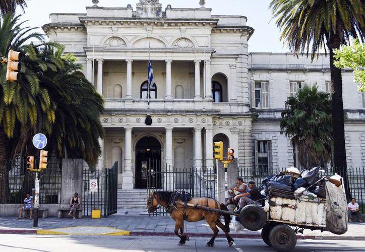 Los seis presos procedentes de la prisión de Guantánamo fueron reubicados y examinados en un hospital militar (foto) en Montevideo,  Uruguay. (Foto:  AP)
