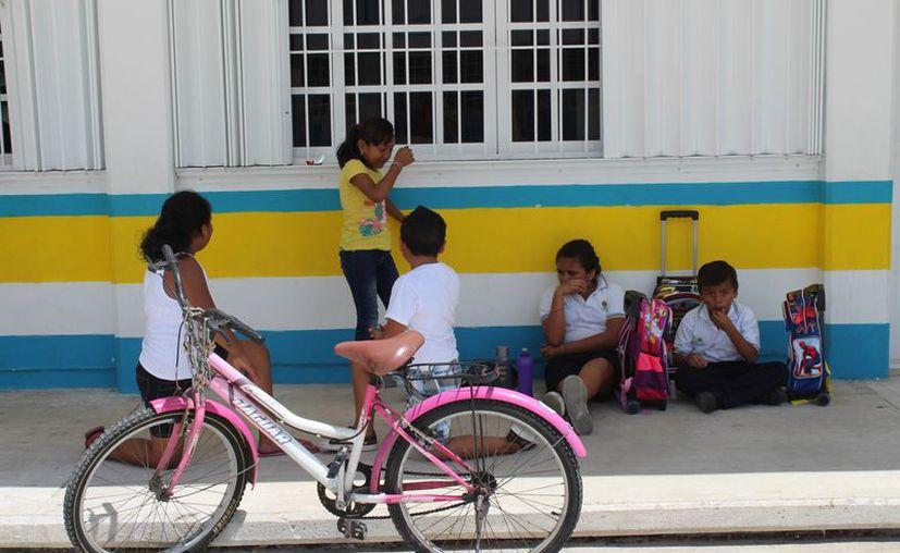 Los más perjudicados son los estudiantes, recriminan los progenitores. (Adrián Barreto/SIPSE)