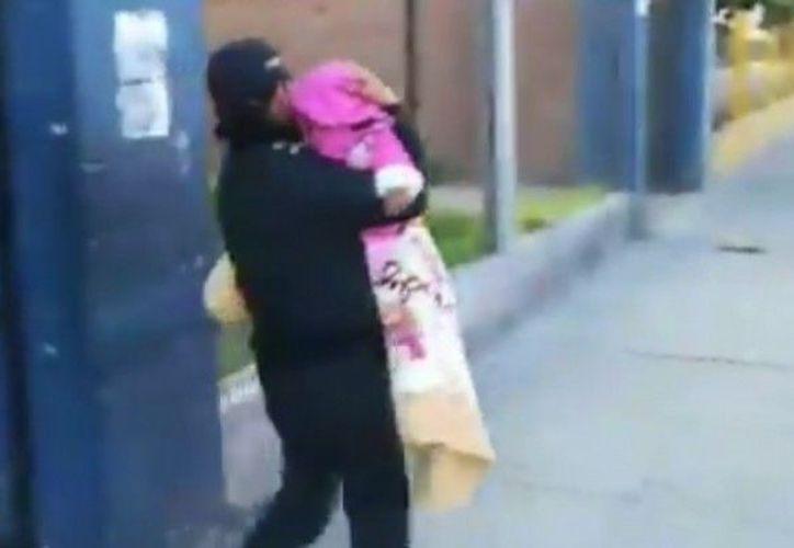 Posteriormente llegó la madre con síntomas de ebriedad y amenazando con denunciar a los policías. (Foto: Ahora Noticias)