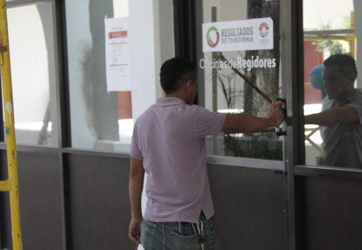 La sala de regidores se encuentra asegurada bajo llave. (Tomás Álvarez/SIPSE)