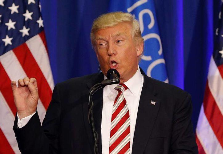 Trump es mal visto hasta por 57 por ciento de los votantes, mientras que Clinton por el 54 por ciento, según reportes del Centro Pew de Estados Unidos. (AP/Gerald Herbert)