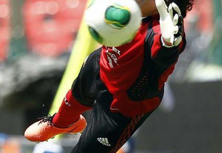 Ochoa llegó al Ajaccio procedente del América. (Notimex/Archivo)