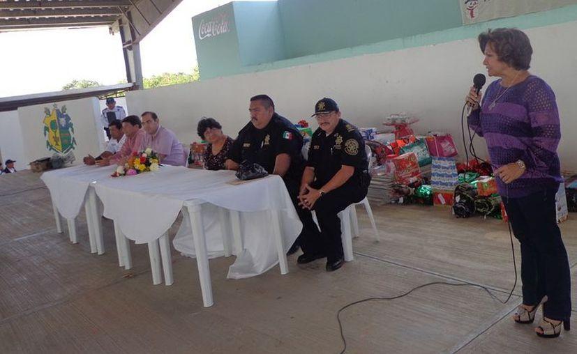 La Alcaldesa agradeció la labor de los policías por su trabajo a la comunidad. (Milenio Novedades)