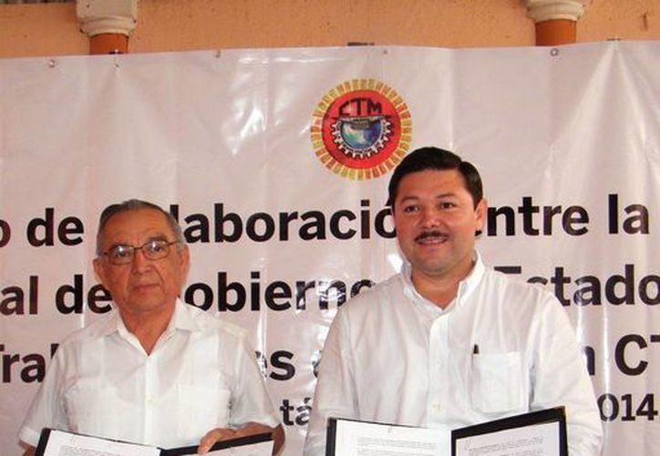 Firma del acuerdo entre la STyPS estatal y Federación de Trabajadores de la CTM. (Milenio Novedades)