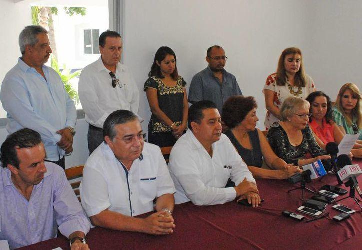 Conferencia de prensa de organismos civiles y profesionistas. (Jesús Tijerina/SIPSE)