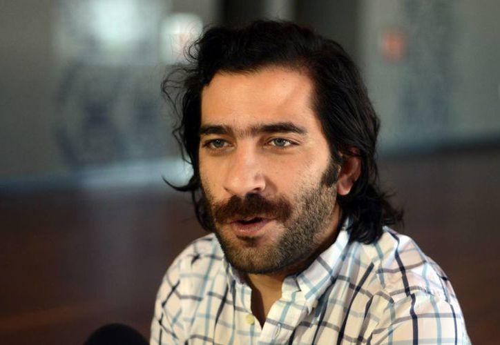 Jaime Casanova, director de Ópera Yucatán, invita al público a asistir al ciclo Ópera en el Cine. (Luis Pérez/SIPSE)