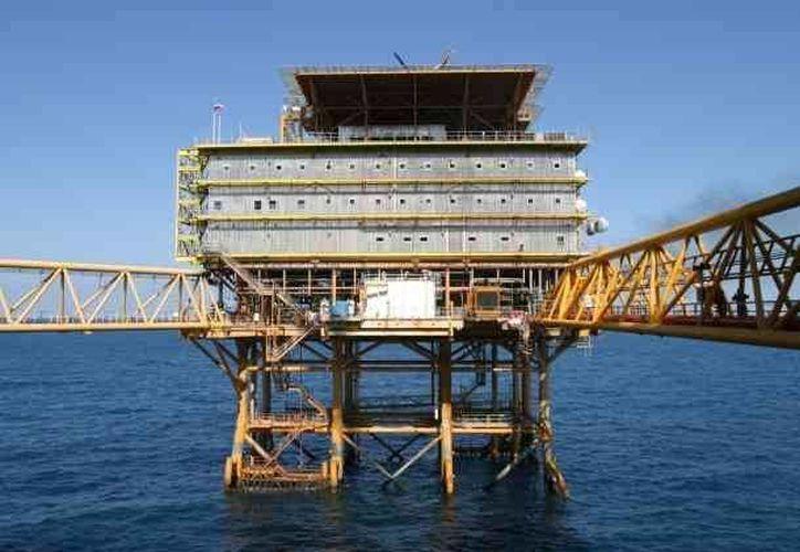Aseguran que búsqueda frenética de Pemex en aguas profundas es la causa de la caída de las reservas. (elespectador.com.mx/Archivo)