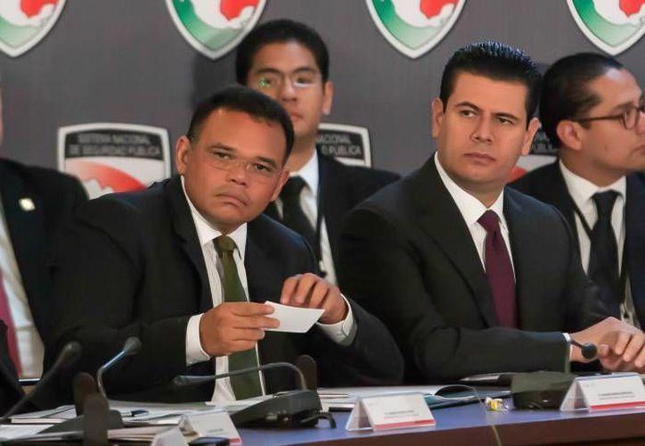 El gobernador de Yucatán, Rolando Zapata (izquierda), durante la sesión 39 del Consejo Nacional de Seguridad Pública. (Foto cortesía del Gobierno de Yucatán)