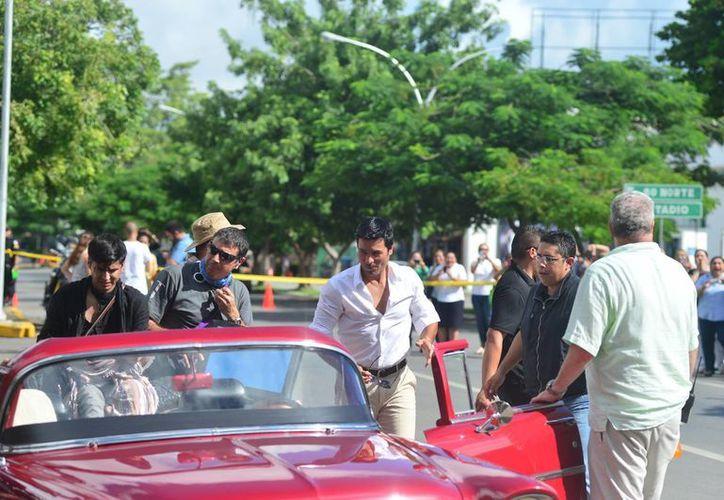 Chayanne durante la grabación de escenas en Mérida para la campaña de promoción turística de Yucatán. (Luis Pérez/SIPSE)