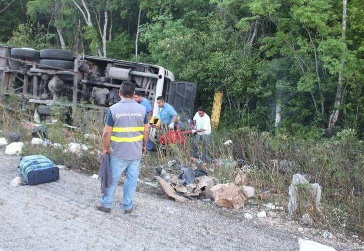 Los sacerdotes mayas buscan calmar la tierra para evitar más accidentes en al carretera. (Redacción/SIPSE)