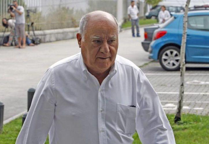 El empresario textil Amancio Ortega ya es el cuarto hombre más rico del mundo, de acuerdo a la revista Forbes. La foto corresponde al año 2013. (huffingtonpost.com)