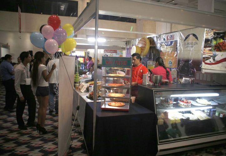 En el evento se tuvo un acercamiento entre proveedores y productores locales. (Israel Leal/SIPSE)