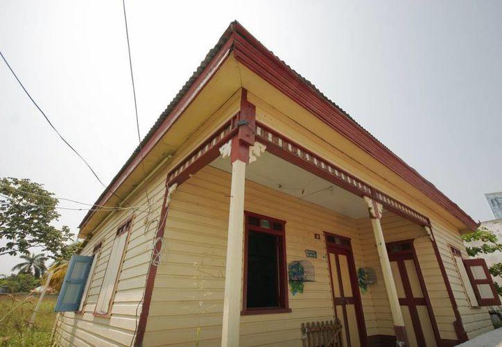Alrededor de 25 casas de madera serían restauradas con el millonario recurso. (Ernesto Neveu/SIPSE)