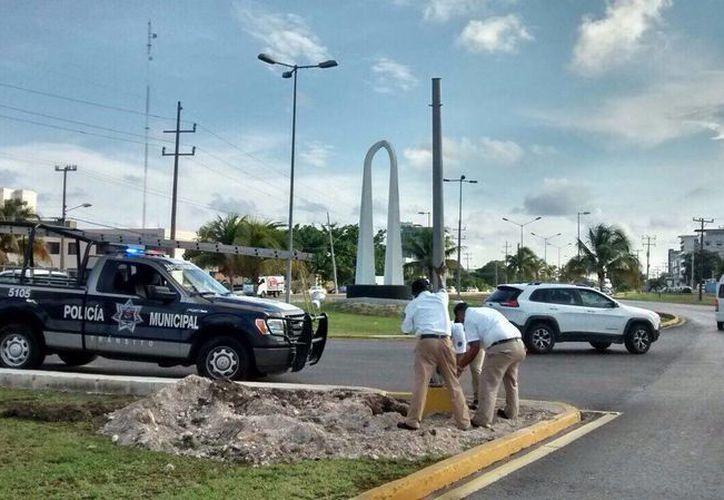 Los semáforos fueron instalados en la avenida Pioneros y bulevar Colosio el lunes pasado. (Redacción/SIPSE)