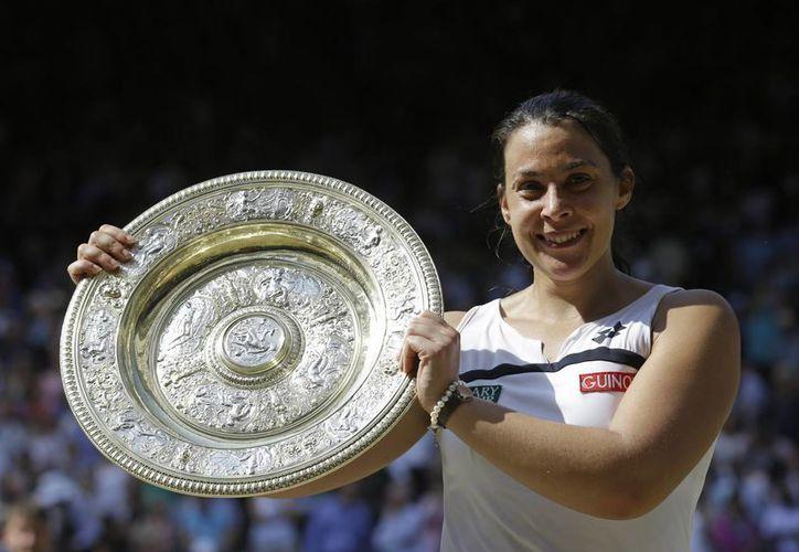 Bartoli, inédita ganadora del Grand Slam de Wimbledon, anunció en agosto pasado su retiro del tenis por agotamiento. (Agencias)