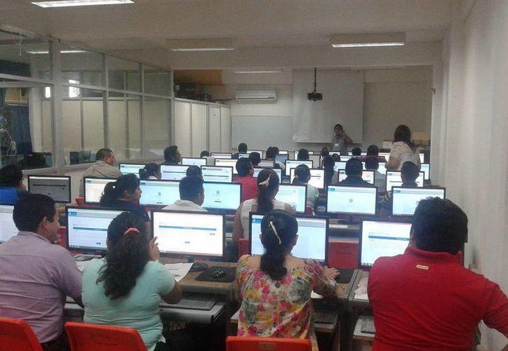 Los docentes en Quintana Roo participaron en la evaluación para el ingreso y promoción al servicio en Educación Media Superior 2015-2016. (Redacción/SIPSE)