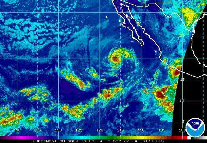 La tormenta tropical Raquel podría convertirse en huracán al estar a 655 kilómetros al sur-suroeste de Cabo San Lázaro, Baja California Sur. (ssd.noaa.gov)