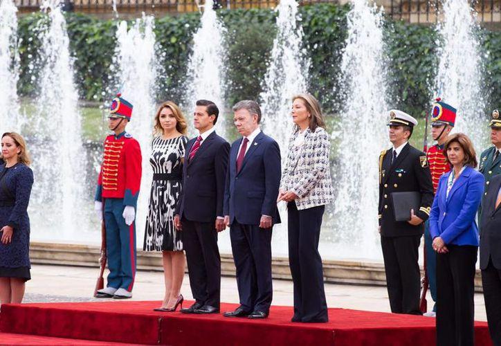 Los presidentes de México y Colombia atestiguaron la firma de nueve instrumentos de cooperación. (Notimex)