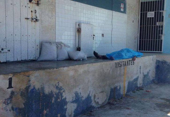 Un hombre murió súbitamente en el puerto de abrigo de Yucalpetén, Yucatán, cuando se encontraba trabajando en el descarga de un barco. (Gerardo Keb/SIPSE)