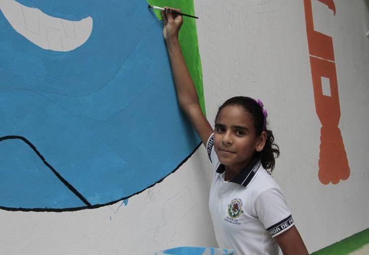 Diana tiene 11 años, un coeficiente intelectual mayor a 140 puntos y un innegable talento plástico.  (Tomás Álvarez/SIPSE)